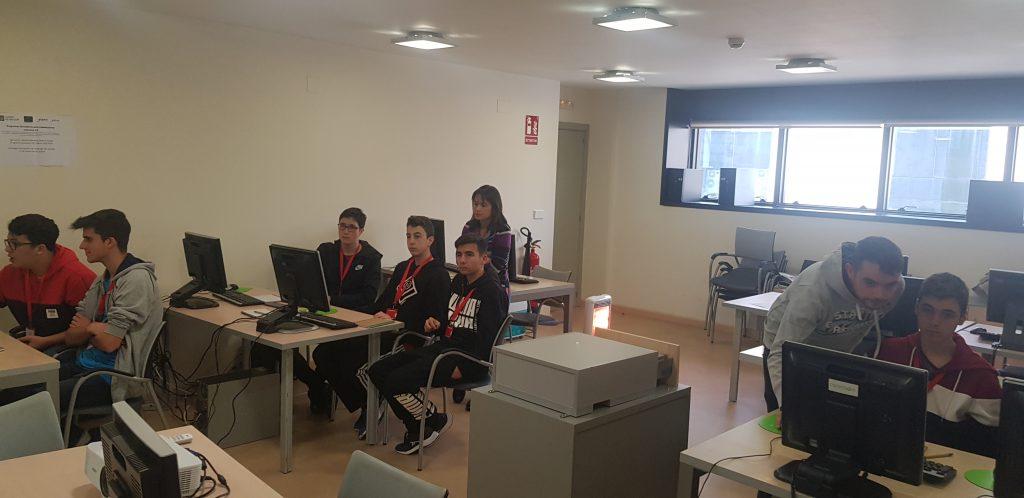 Coremain mostra á rapazada como se traballa nunha empresa TIC